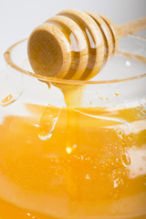 drops of honey on the jar