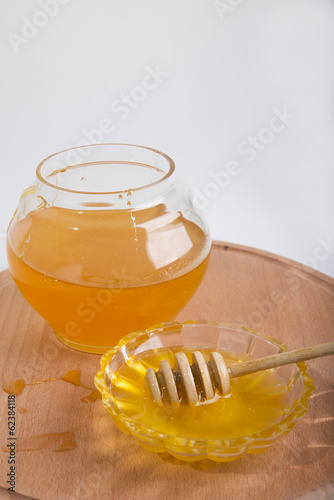 honey in the jar and bowl
