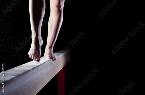 Deurstickers Gymnastiek feet of gymnast on balance beam