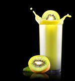 Smoothies of kiwi in glass with splash