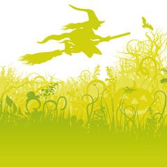 Fliegende Hexe auf dem Besen im Garten
