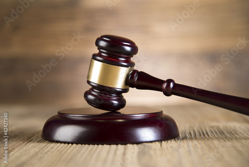 Final speech, notebook, Lady of justice, gavel and books on wood - 62427360