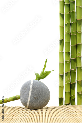 In de dag Bamboo Zen stone with bamboo grove on stick straw mat