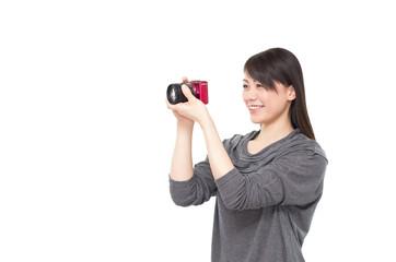 デジタルカメラを構える女性