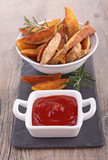 potato wedges and ketchup