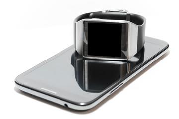 Smartwatch e phablet isolati
