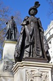 Statues of Queen Mother Elizabeth and King George IV