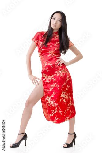 Сексуальная китаянка в платье 2 фотография