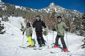 Père et ses fils au ski