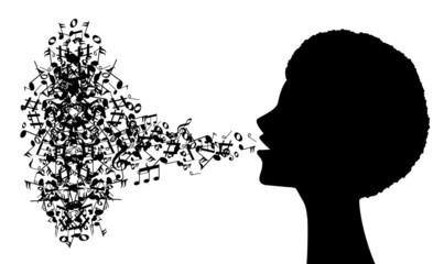 silhouette femminile con note musicali