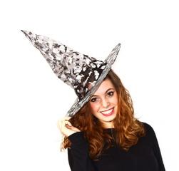 ragazza con cappello da strega