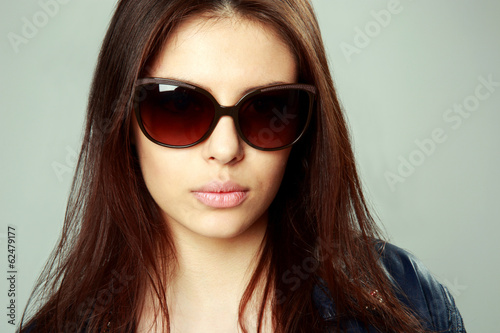 woman in sunglasses on gray background