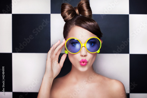 Attractive surprised young woman wearing sunglasses - 62484991