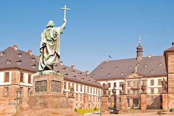 Bonifatiusstatue vis a vis zum Fuldaer Stadtschloss