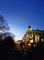 Улица города в вечернее время