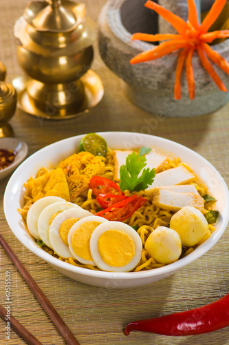curry noodles with traditional setting background