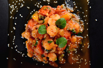 Shrimps with tomato and basil sauce