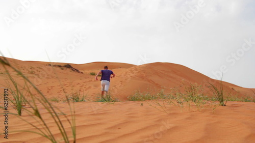 Staande foto Afrika young man running in the desert