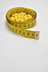 Cinta métrica y pastillas