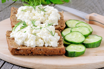 Sandwiches with curd cheese and cucumber slices