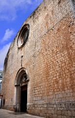 Figueras, Girona, iglesia de San Pedro, culto católico