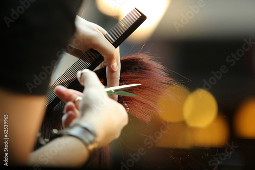 canvas print picture Barber cutting brown hair