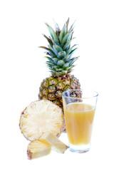 Ananassaft mit Ananas Frucht