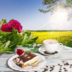 Kaffee und Kuchen im Freien