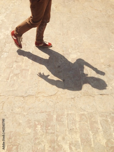 man running pose shadow