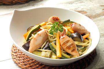 Spaghetti with baby squids and vegetables