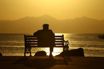 yalnız günbatımı izlemek