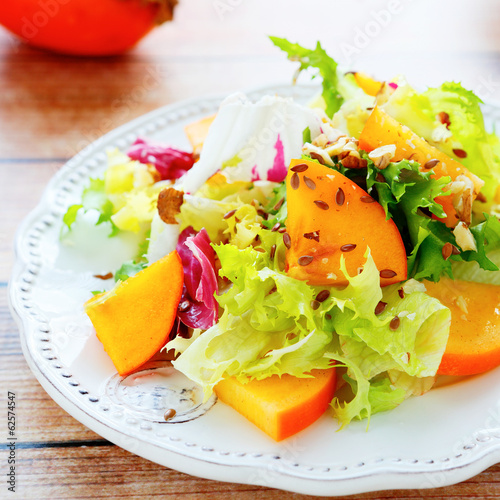 light diet salad with persimmons