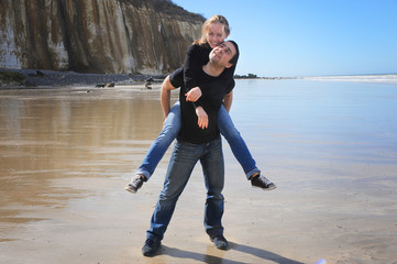 junges paar am Strand Normandie