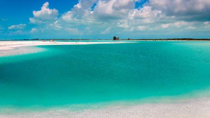 playa aguas turquesa