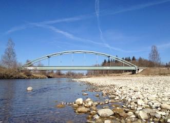 Eisenbahnbrücke am Fluss