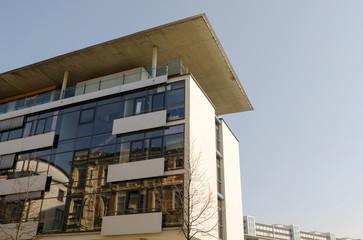Neubau mit Glas