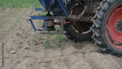 follow tractor wheel seeder equipment sow buckwheat seeds