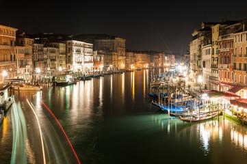 Grand Canal à Venise la nuit