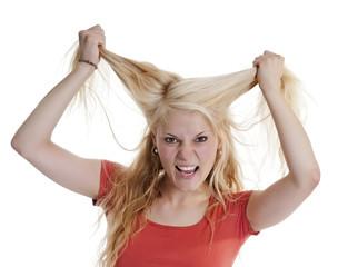 junge Frau rauft sich Haare