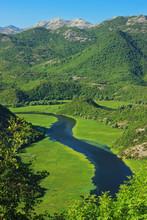 Niesamowity widok z Rijeka Crnojevica. Park Narodowy Jezioro Szkoderskie