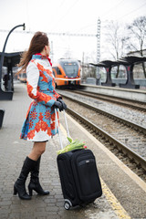Woman see coming train to other platform