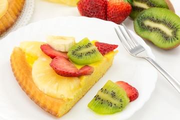 crostata con crema e frutta fresca