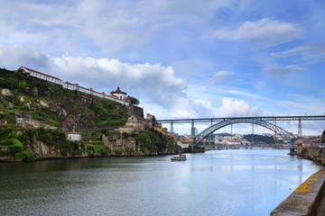 Rio Douro e a sua Ponte Maria Pia