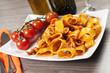 Pasta con sugo di pomodoro ai calamari
