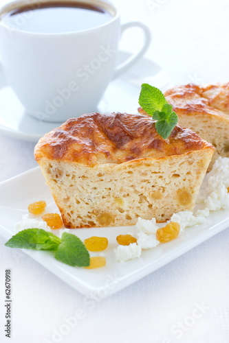 Low-fat pudding with cottage cheese, wholegrain flour and raisin