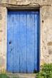 porte peinte en bleu