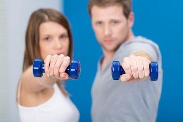 paar beim fitness-training