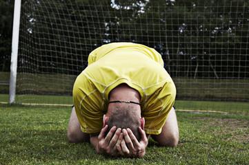 Frustriert Fußball-Spieler auf dem Feld