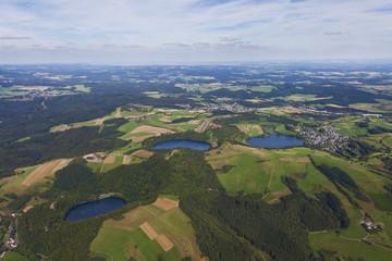 Deutschland, Rheinland-Pfalz, Ansicht der Gemündener Maar und Schalken Maar
