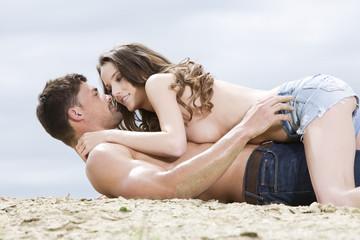 Deutschland, Bayern, Junges Paar verliebt